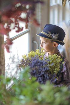 キッズフォト Baseball Hats, Flowers, Kids, Young Children, Baseball Caps, Boys, Caps Hats, Children, Royal Icing Flowers
