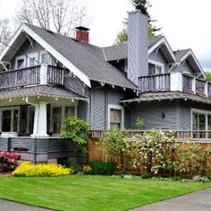 Perfectly manicured landscape makes for great curb appeal
