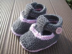 4 pretty slippers - Clo& do-it-yourself Kid Shoes, Baby Shoes, Childrens Shoes, Kids Outfits, Slippers, Colours, Knitting, Pretty, Clothes