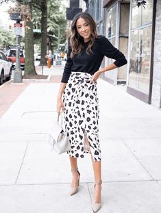 20 Trendy Fall Outfit Ideas For Work - The Zenish - - Dressing for Fall can be rough. So here are 20 cute fall outfit ideas for work to inspire you and hopefully make the process a little easier! Classy Work Outfits, Trendy Fall Outfits, Winter Outfits For Work, Business Casual Outfits, Chic Outfits, Trendy Work Clothes, Classic Outfits For Women, Girl Outfits, Look Chic