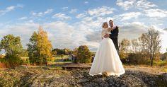 Syyskesän tunnelmia auringonlaskun aikaan.  #hääkuvaus #valokuvaaja #Turku #wedding #hääkuvaajaturku #piikkiö #potrait Summer Weddings, Finland, Wedding Photos, Wedding Photography, Feelings, Wedding Dresses, Fashion, Marriage Pictures, Bride Dresses
