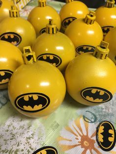 Batman ornaments for my Christmas tree theme this year! Bought 12 ornaments for a dollar, spray painted yellow, and affixed batman logo! Batman Christmas Tree, Christmas Tree Themes, Great Christmas Gifts, Christmas Holidays, Christmas Baubles, Diy Christmas Ornaments, Batman Logo, Yellow, Batman Stuff