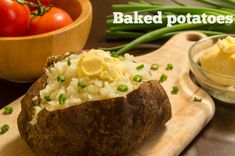 Ricetta baked potatoes: forse la più semplice di tutte le ricette di casa nostra e sicuramente una delle preferite di grandi e piccini. Dalla tradizione angl