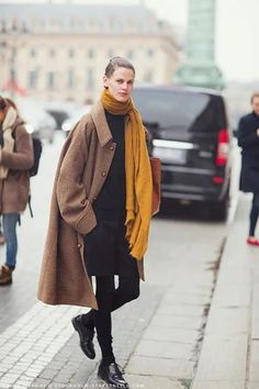 A look at inspiring street style from New York Fashion Week, day two. Casual Winter Outfits, Outfit Winter, Street Look, Street Chic, Street Wear, Fashion Week, Look Fashion, Street Style Vintage, Stockholm Street Style