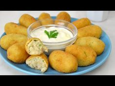 Croquettes are a must try food when visiting Spain, but what exactly are they? Find out what makes a real croquette and read about the delicious Spanish varieties. I Love Food, Good Food, Yummy Food, Cooking Time, Cooking Recipes, Healthy Recipes, Tapas, Finger Foods, Mexican Food Recipes