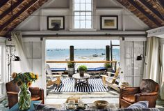 Cozy Oceanside Homes - The Provincetown Beach Cabin Brings Comforting Decor to the Seaside (GALLERY)