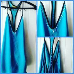 Blusa 👚 customizada com pérolas.