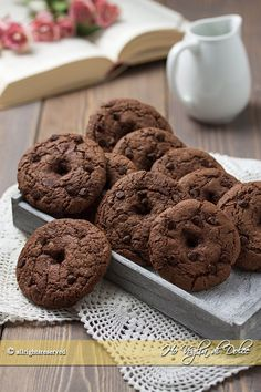 Biscotti al cacao da inzuppo Brownie Cookies, Cookie Desserts, Cookie Bars, Chocolate Chip Cookies, Cookie Recipes, Galletas Cookies, Fabulous Foods, Tasty Dishes, Love Food
