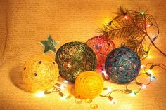Christmas balls of thread