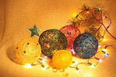 Christmas balls of thread