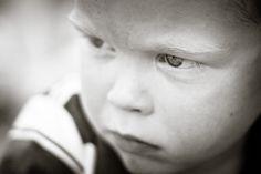 Boos! - kinder-lifestyle fotografie - children lifestyle photography - via http://www.7dwarfs.nl