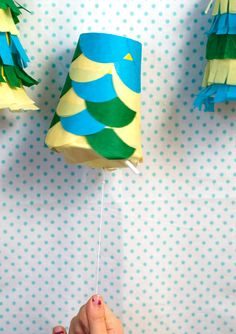 I have to have a piñata at this year's Cinco De Mayo celebration. If you feel the same way, this Cinco de Mayo pinata garland is for you! Football Birthday, Birthday Fun, Birthday Parties, Kunst Party, Gs Cookies, Barefoot Books, My Little Pony Birthday, Party Central, Paper Cups