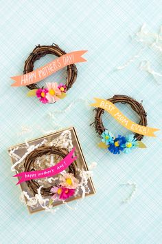 What mom wouldn't be charmed by a sweet, #DIY Mother's Day mini-wreath?