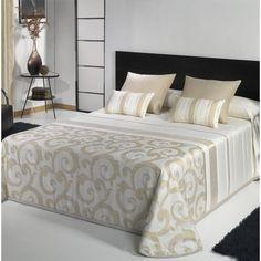 COLCHA BOUTI MIA  Cochas Bouti modelo Mia que nos presenta Tejidos JVR. Estas colchas están realizadas con un diseño Jacquard de gran calidad. En él podemos ver que la colcha combina a la perfección los detalles en dorado con las rayas de este color y de un color crudo que le da un toque único y diferente. Neutral Bedrooms, Luxurious Bedrooms, Bed Cover Design, Mode Turban, Duplex House Design, Luxury Bedroom Design, Comforter Sets, Duvet, Beautiful Bedrooms
