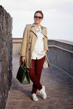 Burgundy pants & Trench | Carolina Toledo Primark, Burgundy Pants Outfit, Cute Summer Outfits, Modest Fashion, Trench, Womens Fashion, Fashion Trends, My Style, Coat
