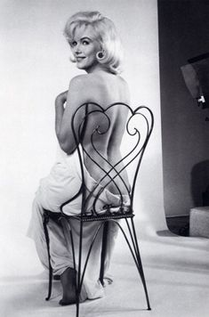 Hello and Welcome to the Marilyn Monroe Fan Site. Take a peek through the fine collection of Marilyn Monroe videos, photographs and gifs. Marylin Monroe, Fotos Marilyn Monroe, Gentlemen Prefer Blondes, Harry Belafonte, The Misfits, Greta, Vivian Maier, Annie Leibovitz, John F Kennedy