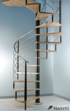 Escaleras de interior Flo, la nueva colección asequible de Marretti. FLO_170, escalera de caracol de acero inoxidable y madera