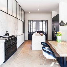Modern Luxury Kitchens For A Grand Kitchen Aga Kitchen, Grand Kitchen, Kitchen Dining, Kitchen Decor, Kitchen Ideas, Black Kitchens, Luxury Kitchens, Cool Kitchens, Country Kitchens