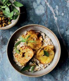 Snídaně patří k základním kamenům zdravého stravování. Bircher Benner, Muesli, Smoothies, Curry, Ethnic Recipes, Food, Diets, Bircher Muesli, Smoothie