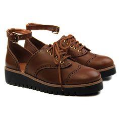 5b4f09b90 Sapato tipo oxford, em couro, com recorte na traseira e tornozeleira,  solado emborrachado, coleção Inverno 2017 - Cristófoli