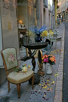 chair-on-sidewalk-2.jpg chairs, europe, france, grasse, images, provence, sidewalks, vertical