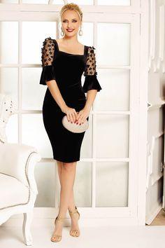 StarShinerS: Modele de rochii pentru Revelion, marimi mici si mari – Produse si Marci Elegant Dresses, Simple Dresses, Beautiful Dresses, Casual Dresses, Classy Dress, Classy Outfits, Couture Dresses, Women's Fashion Dresses, Lace Dress