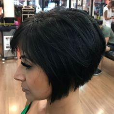 Short Inverted Black Bob With Layers Bobbed Hairstyles With Fringe, Bob Hairstyles 2018, Layered Bob Hairstyles, Black Hairstyles, Curly Hairstyles, Short Inverted Bob Haircuts, Layered Bob Short, Haircut Styles For Girls, Short Haircut Styles