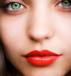 coral lips, green eyes