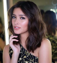 The Biggest Celebrity Hair Transformations of 2017 So Far - Star Style PH , Liza Soberano, Celebrity Hairstyles, Cool Hairstyles, Most Beautiful Faces, Asian Hair, Brunette Girl, Hair Transformation, Big Hair, Sensual