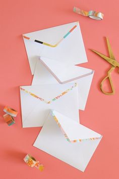 Upgrade plain letters with these very simple DIY washi tape lined envelopes that add a pretty pop of color in just minutes! DIY Washi Tape Lined Envelopes Washi Tape Cards, Washi Tape Diy, Washi Tapes, Masking Tape, Diy Washi Tape Projects, Planner Stickers, Pen Pal Letters, Diy Letters, Scrap Fabric Projects
