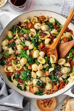 This orecchiette pasta with broccoli rabe is such a delicious dinner! It's hearty, healthy, and satisfying, thanks to plant-based sausage, caramelized onions, and bitter greens. | Love and Lemons #orecchiette #pasta #broccoli #plantbased Broccoli Rabe Recipe, Pasta Cup, Pasta Recipes, Dinner Recipes, Bitter Greens, Italian Pasta Dishes, How To Cook Sausage, Vegetarian Recipes, Vegetarian Soup