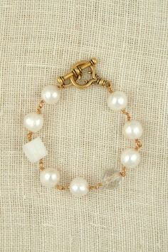 LOVETHE SQUARE BEAD AGAINST THE ROUND PEARLS Freshwater pearls and vintage crystal bracelet by Exvoto Vintage Jewelry.