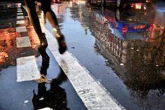 Cinematic photo series of Paris under the rain by Christophe Jacrot - PLAIN Magazine Christophe Jacrot, Street Photography, Art Photography, City Rain, I Love Rain, Under The Rain, Beautiful Paris, Singing In The Rain, Portraits