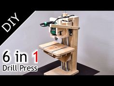 E se falando em madeira.: Video: Making a 6 in 1 Drill Press( Drill Guide ) . Woodworking Projects That Sell, Woodworking For Kids, Woodworking Workshop, Woodworking Furniture, Diy Wood Projects, Woodworking Shop, Homemade Drill Press, Homemade Tools, Diy Tools