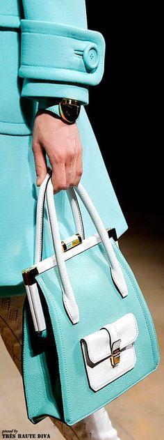 Ocasiões especiais/Dia-a-dia - fresco/quente Dieses Produkt und weitere MIU MIU Taschen jetzt auf www.designertaschen-shops.de/brands/miu-miu entdecken