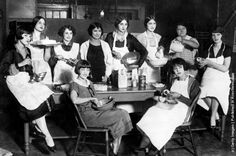 "Members of the ""Greenwich Village Follies"" learning to become good cooks and bakers at the Mary Ryan Tea Room in Greenwich Village, New York. (Photo by Topical Press Agency/Getty Images). Circa 1925"