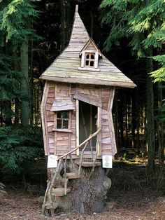 Crooked Tree House Design For Fun Children. A unique tree house is a house made of a tree with a unique house design. The tree … Cool Tree Houses, Fairy Houses, Play Houses, Cave Houses, Casa Wendy, Wendy House, Crooked House, Crooked Tree, Crooked Man