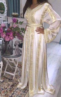 الجديد فموديلات القفطان بثوب جوهرة لسنة 2019 - caftan gallery Morrocan Fashion, Morrocan Dress, Moroccan Caftan, Caftan Gallery, Arabic Dress, Afghan Dresses, Caftan Dress, African Print Fashion, Abaya Fashion