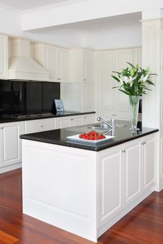#black and #white #kitchen #simple and #beautiful but #classic and #elegant