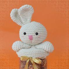 amigurumi coelhinho porta chocolates pascoa receita marcelo nunes Chocolates, Crochet, Hello Kitty, Teddy Bear, Animals, Character, Biscuit, Crochet Baskets, Easter Bunny