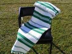 1960's Couverture rayée blanc et vert à par DansLeBasDuFleuve Tapestry Weaving, Green Stripes, Beach Towel, Shawl, Projects To Try, Textiles, Stripe Pattern, Blanket, Knitting