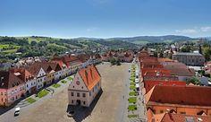 Unescom chránený Bardejov a Bardejovské kúpele ponúkajú výnimočnosť   Kto chce zažiť neošúchanú krásu a objaviť majstrovské umelecké diela, ale aj relax vo výnimočnom prírodnom prostredí, mal by navštíviť mesto Bardejov a Bardejovské kúpele. Severovýchod Slovenska ukrýva prekvapenia a skvosty, aké nemajú obdobu ani v tých najvyhlásenejších turistických a dovolenkových destináciách. Mesto Bardejov sa právom hrdí opakovanými prvenstvami v súťaži o Najkrajšie mesto Slovenska