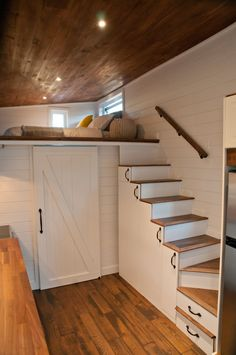 Photo 15 of 19 in This Canadian Trio Builds Contemporary Tiny Homes… Photo 15 of 19 in This Canadian Trio Builds Contemporary Tiny Homes… Carla Cortez pandicat Tiny home big living! Staircase […] Homes interior one level Tyni House, Tiny House Stairs, Tiny House Bedroom, Shed To Tiny House, Tiny House Loft, Loft Stairs, Tiny House Living, Tiny House Plans, Mezzanine Bedroom