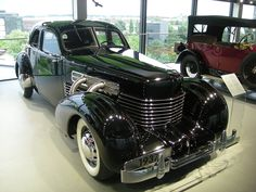 A 1937 Cord 812 S/C Sedan inside the ZeitHaus at Autostadt in Wolfsburg, Niedersachsen (Germany). Cord Automobile, Automobile Companies, Auburn Automobile, Retro Cars, Vintage Cars, Antique Cars, Auburn Car, Cord Car, Veteran Car