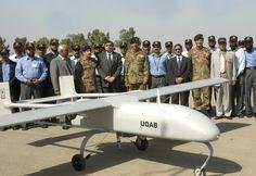 Présentation d'un drone pakistanais UQAB, en mars 2008. Source : REUTERS/Inter Services Public Relations/Handout