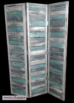 49 Super ideas for pallet screen door diy room dividers Diy Screen Door, Room Divider Screen, Diy Room Divider, Patio Divider Ideas, Room Divider Bookcase, Fabric Room Dividers, Diy Pallet Furniture, Diy Pallet Projects, Painted Furniture