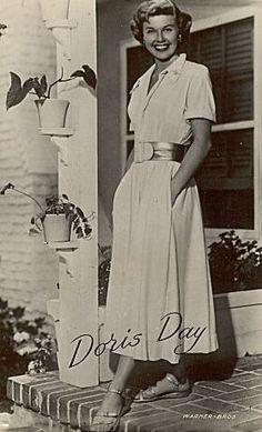 First time I'm seeing this pic; Doris looking casual and lovely too. Hollywood Fashion, Vintage Hollywood, Classic Hollywood, Divas, Hooray For Hollywood, Hollywood Stars, Hollywood Glamour, Doris Day Movies, Old Movie Stars