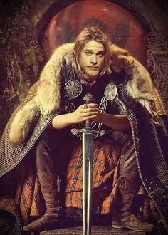 CHARLIE HUNNAM AS KING ARTHUR - Knights of the Roundtable: King Arthur 2016