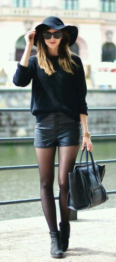 Total black. Styling leather shorts