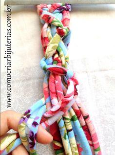 Passo a passo de colar de tecido de malha Scarf Jewelry, Textile Jewelry, Fabric Jewelry, Beaded Jewelry, Handmade Jewelry, Jewellery, Braided Necklace, Diy Necklace, Scarf Necklace